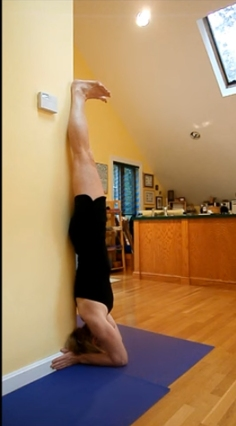 sirsasana-at-a-column