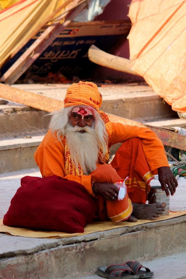 false sadhu varanasi 2